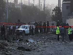 إصابة السفير الإماراتي وموظف من السفارة وحاكم قندهار في تفجيرات أفغانستان