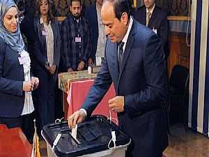 الرئيس السيسى يدلى بصوته فى الاستفتاء
