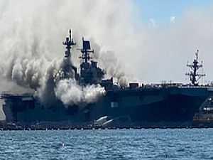 حريق بسفينة بونهوم ريتشارد بالقاعدة البحرية الأمريكية