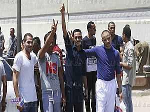 لحظة خروج 1011 سجينًا بعد العفو عنهم بقرار رئاسي .. فيديو وصور
