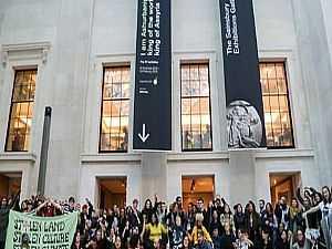 متظاهرون يقتحمون المتحف الوطني