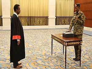 السودان.. البرهان يؤدي اليمين رئيساً لمجلس السيادة