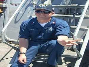 صورة الخبر: صور| التعرف على جثث «البحارة الأمريكيين» فى طاقم المدمرة «فيتزجيرالد»